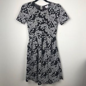 LuLaRoe Small B&W Floral Dress w/ Pockets!